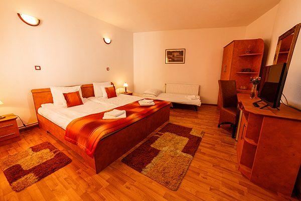 Cameră dublă cu pat suplimentar